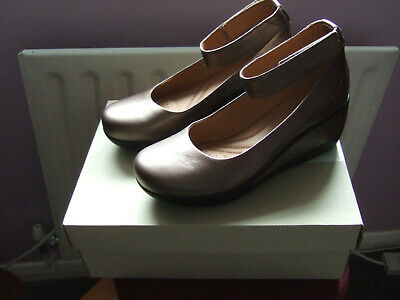 CLARKS - Wynnmere Fox - Women's Leather 'Pewter' Ankle Strap Wedge Shoes - UK 5D • 21£