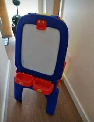 Crayola Double Sided Easel With Blackboard And Magnetic Whiteboard • 20£