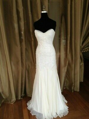 AU1200 • Buy Suzanne Harward Couture Wedding Dress Silk Beaded Size 6 - 8 RRP $7000