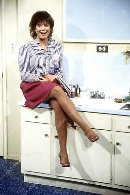 $11.99 • Buy 8b20-12885 Cute Erin Moran Sitting On Bathroom Sink 8b20-12885