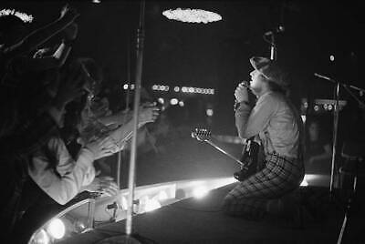 Noddy Holder From Slade Performs Live 1972 OLD MUSIC PHOTO • 4.63£