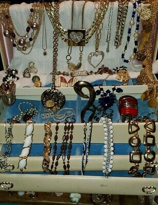 $ CDN61.85 • Buy VINTAGE JEWELRY Lot Signed COSTUME BROOCHES EARRING BRACELET NECKLACE,BELT 51pc
