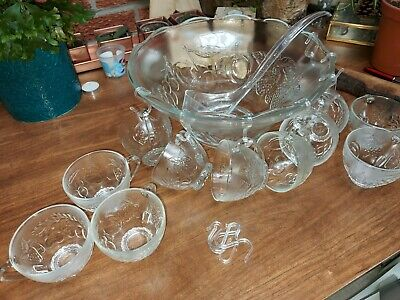 Absolutely Stunning Vintage Glass Punch Bowl Set 12 Cups, Bowl, Ladle & Hooks • 9.99£