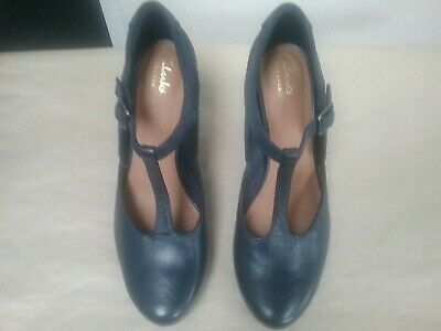 Clarks Artisan Ladies Navy  Blue Leather &suede  Heeled Shoes Size Uk 5d. • 12.95£