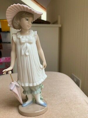 Nao By Lladro Figurine - Girl Holding Parasol • 12.50£