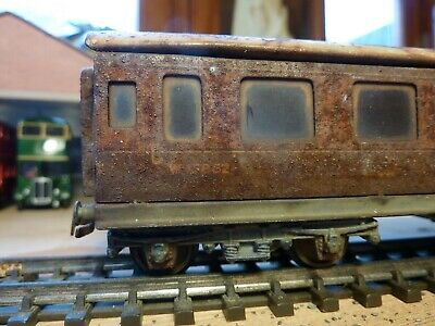 Model Railway Carriage In OO Gauge. A Naturally Weathered Small Carriage.  • 3.50£