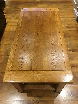 Large Solid Oak Coffe Table With Shelf. Excellent Condition. • 60£