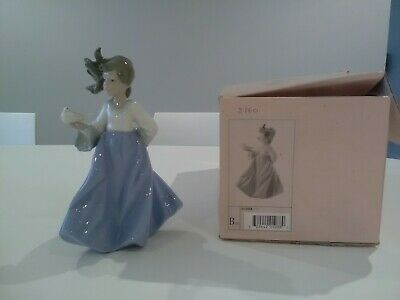 Lladro Nao Figurine Lady Holding Dove 01088 Excellent Condition • 30£