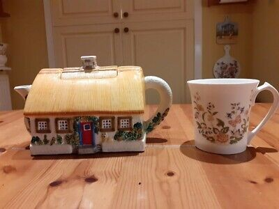 Ornamental Teapot Thatched Cottage 5  High • 2.40£