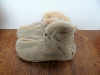 Champneys - Beige Vibrating Soft Fluffy Slippers / Booties - Size: S/M (5 - 8)  • 8£