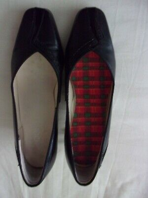 Ladies Equity Court Shoes Size 4 • 7.50£