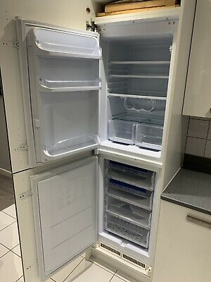 Hotpoint Integrated Fridge Freezer • 22.20£