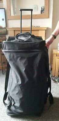 Large Holdall Black With Wheels • 5£