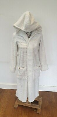 Ladies White Fluffy Dressing Gown Robe Lounge Wear UK 2XS • 2£