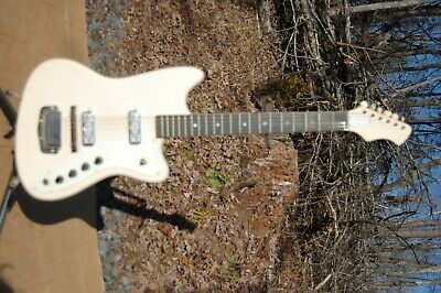 $ CDN757.07 • Buy Harmony Bobcat  Silvertone Sears Electric Guitar Rare One