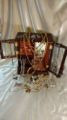 $ CDN119.92 • Buy Vintage Signed Costume Jewelry Lot Trifari Monet Napier Sarah Coventry SIGNED