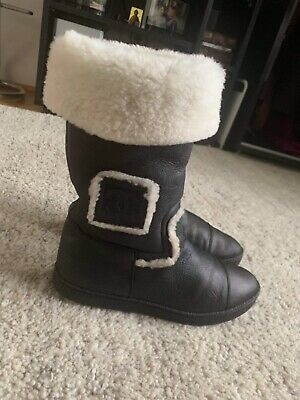 £250 • Buy Chanel Black Shearling Boots With Natural Cream Fur.