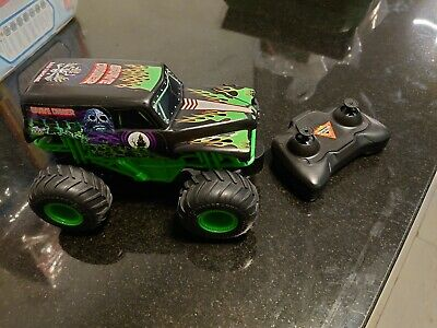 Monster Jam Authentic Grave Digger RC,  • 8£