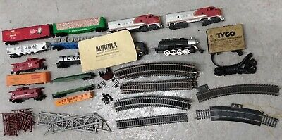 $ CDN62.77 • Buy VINTAGE TYCO Ho SCALE TRAINS TRACKS TRANSFORMER ENGINES CARS LOT AS IS