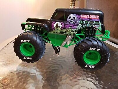 "💥Bright Crawler 1:8 RC 9.6V Monster Jam Grave Digger Truck 18""Long No Remote💥 • 25.40£"