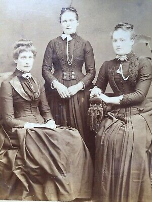 Cabinet Photo 3 Pretty Young Women Fashion By J Exley Of Great Horton Yorkshire • 2.20£