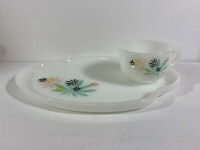 $9.95 • Buy Vintage Federal Milk Glass Patio Snack Set Atomic Flower Design Plate & Cup  A28