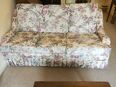 £1 • Buy 3 Seater Settee Second Hand But In Great Condition
