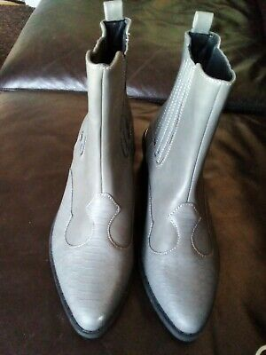 £19 • Buy Topshop Grey Ankle Boots Size UK6