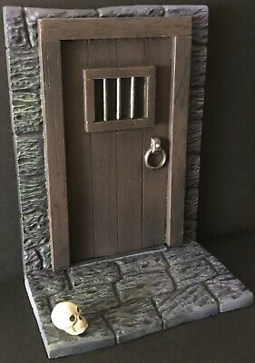"""£69.99 • Buy NEW! BUILT AND PAINTED """"Dr.Deadly's Dungeon Door""""(Aurora) 1/13 Scale Model Kit."""