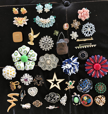 $ CDN61.68 • Buy Lot Of Miscellaneous Vintage Pins Plus 2 Pairs Matching Earrings