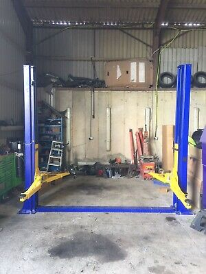 £2000 • Buy 2 Post 5000kg   Lift  Including Delivery 2000