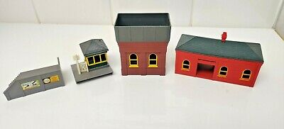 £17.99 • Buy Triang OO R60 Station Waiting Room, R75 Water Tower, R72 Gate Keepers Hut & R67