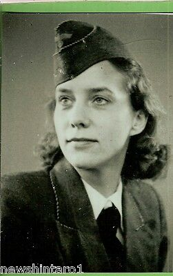 #k21. Wwii Modern Photograph Of German Lady In Uniform • 13.73£