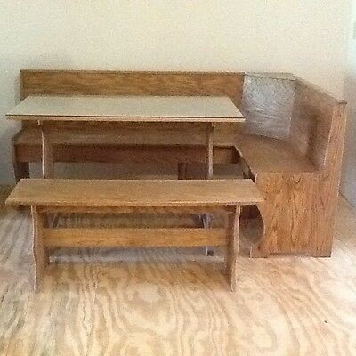 Solid Wood - Oak Corner Dining Booth With Table And Bench.  • 250$