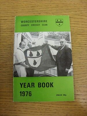 1976 Cricket: Worcestershire County Cricket Club - Official Year Book. Any Fault • 4.99£