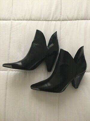 Zara Black Pointy Ankel 4 Inches Heel  Boot Sz 9M US Worn Once , Zipper On Sides • 38$