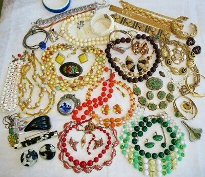 $ CDN148 • Buy LARGE VINTAGE Costume Jewelry Lot COLORFUL RETRO Lucite Celluloid Set