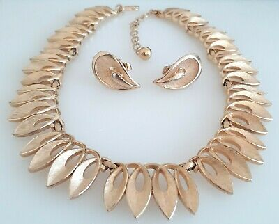 Vintage Trifari Goldtone Swirls Collar Necklace And Earrings.  • 30£
