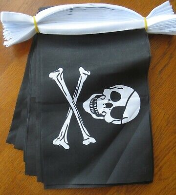 PIRATE (SKULL&CROSSBONES) POLYESTER BUNTING - 3m (10ft)- 10 Flags Each  9  X 6   • 4.50£