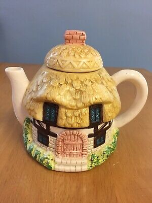 Thatched Cottage Collectors Teapot • 5.50£