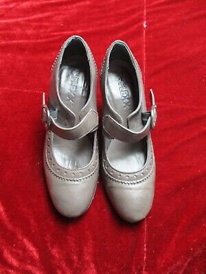 Pewter Colour Soft Leather Shoes Size 35 • 3.99£
