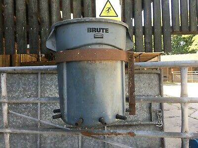 Gate Hung Calf Feeder, 10 Teats, Iron Gate Hangings-Price Includes VAT • 72£