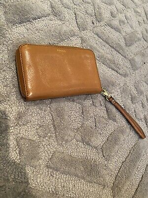 Ladies Tan Fossil Zip Purse • 15£