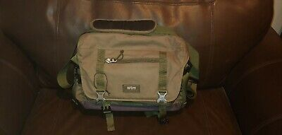Sydney STM Messenger Commute Carry Bag 15  Laptop Tablet Olive Green Used • 21.70£