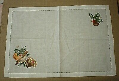 Vintage White Linen Napkin With Embroidered Holly - Christmas Decoration • 4.99£