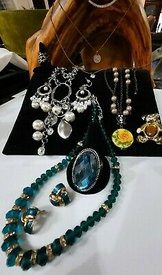 $ CDN15 • Buy 💕💥vintage Jewelry Lot Brooch, Earrings,glass,rhinestones Necklaces And More!💥