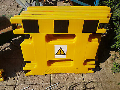 HandiGard Safety Barriers PEDESTRIAN CROWD CONTROL X 4  • 200£