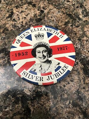 Silver Jubilee Tin Badge • 9.40£
