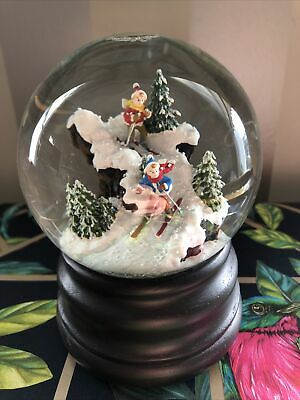 Christmas Ski Snow Globe Musical  • 8.60£