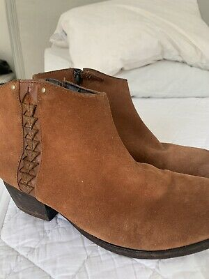 £13.99 • Buy Clarks  Tan Suede  Ankle Boots Size 5.5